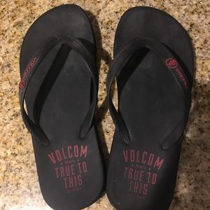 🔴Volcom black sandals size 7